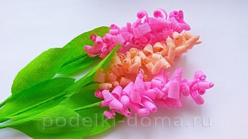 Bulaklak hyacinths mula sa corrugated 10.