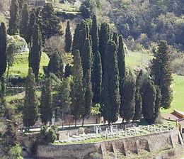 File:Panorama_Cimitero_Ebraico_Pitigliano