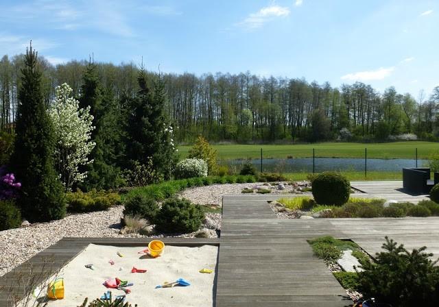 megimoher; ogród nowoczesny otwarty na krajobraz