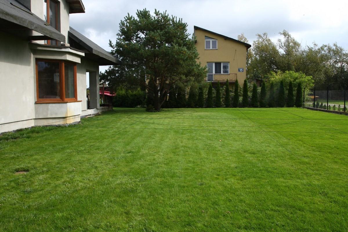 część ozdobna ogrodu - widok od ulicy