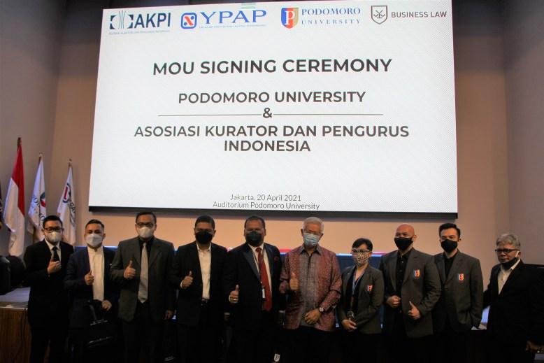 Penandatanganan MOU Podomoro University dengan AKPI