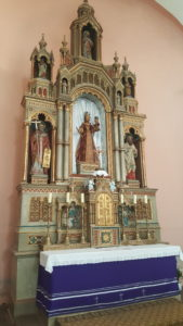 Glavni oltar u župnoj crkvi u Drnju.