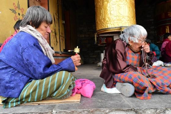 old-women-1563710_1920