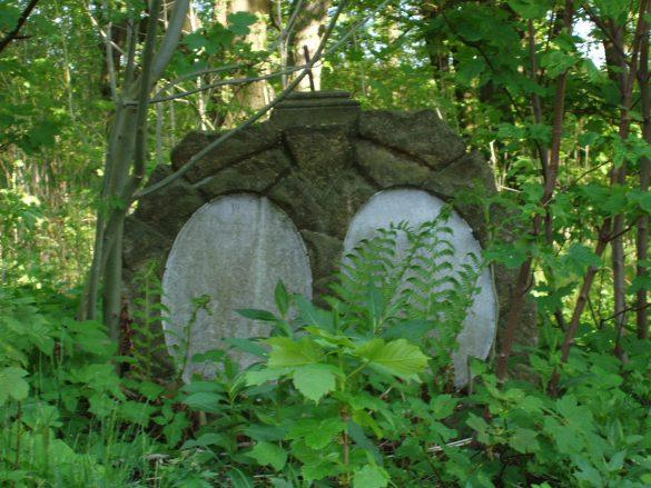 Dlaczego warto wędrować po cmentarzach?