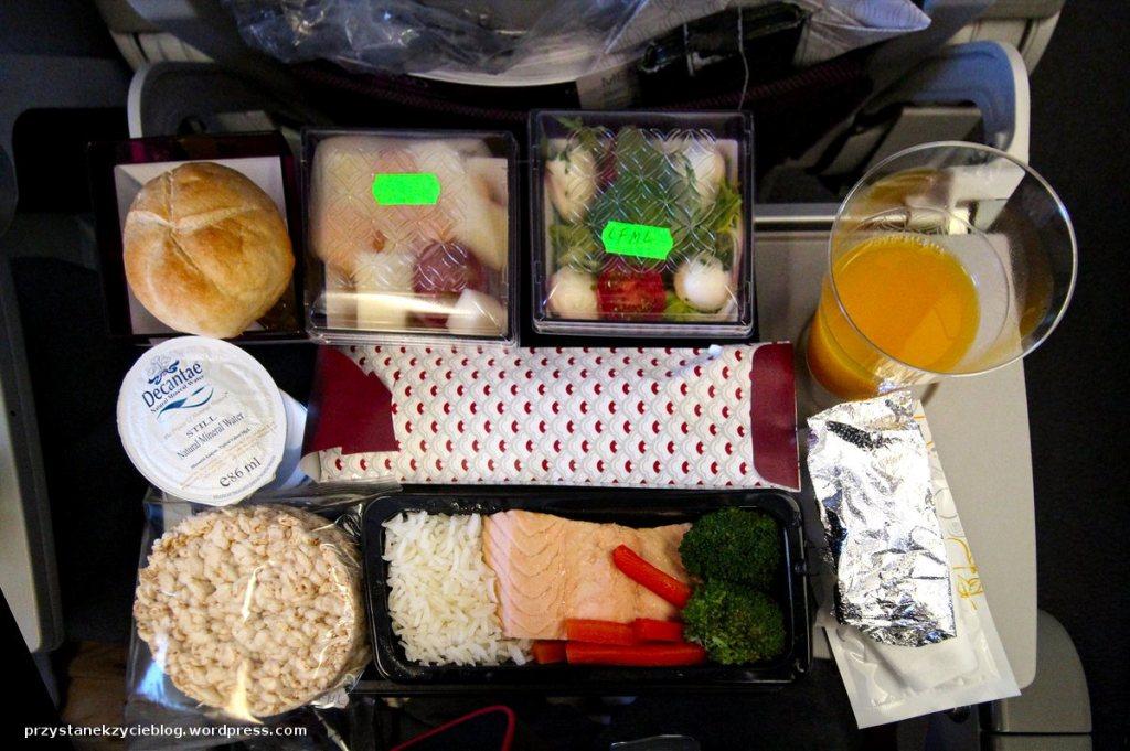 jedzenie w samolocie_quatar airways