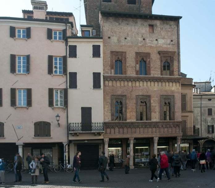 Piazza delle Erbe - Casa del mercante Giovan Boniforte da Cocorezzo