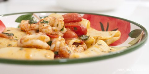 Paccheri z krewetkami i pomidorkami czereśniowymi