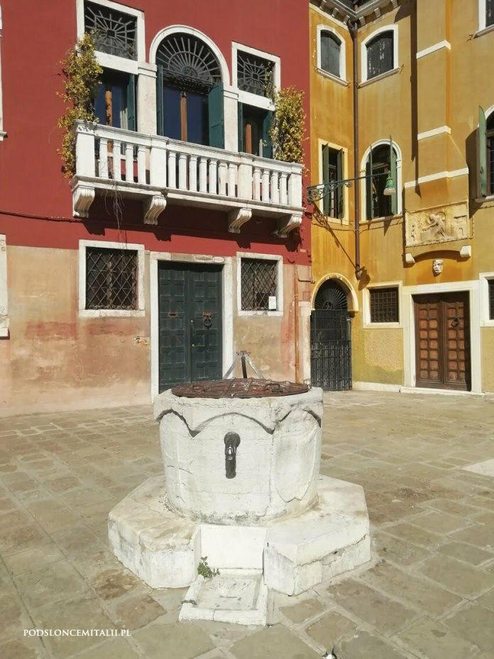 Wenecja - miasto położone na wodzie, pozbawione wody zdatnej do picia
