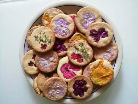 Kruche ciasteczka z kwiatami