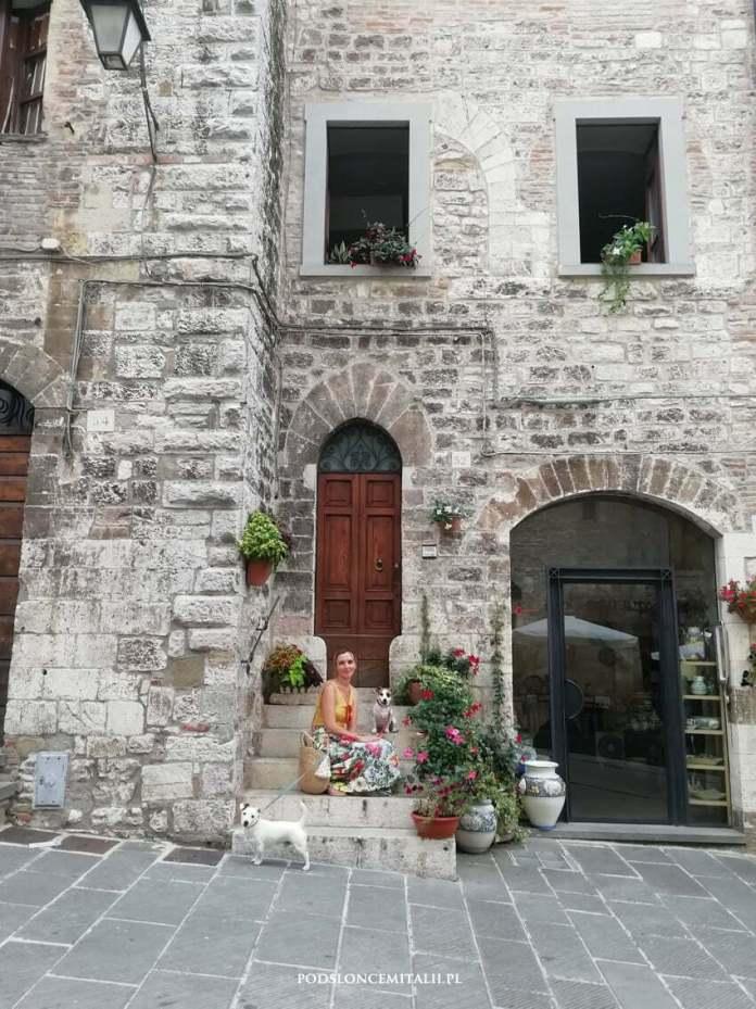 Gubbio - dyskretny urok szarości