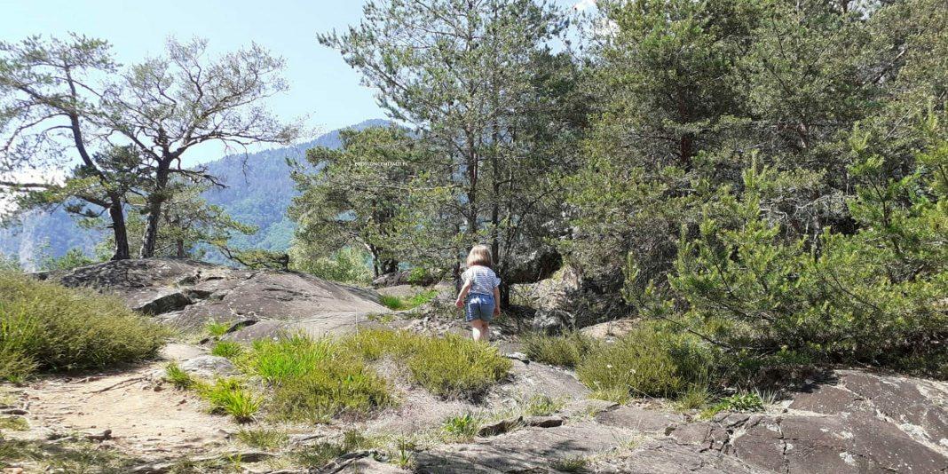 Parco Naturale delle Marmitte dei Giganti: przepis na rodzinny trekking z prehistorią w tle