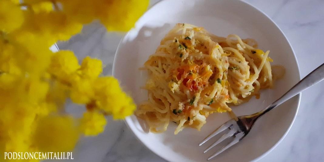 Spaghetti alle arance - przepis na makaron z pomarańczami i anchois