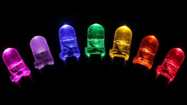 за счет чего светодиоды меняют цвет