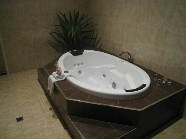 Tub at River House 2, Barossa Pavilions