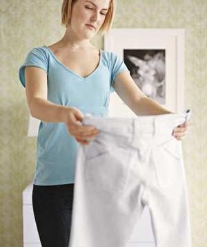 woman-white-pants_300
