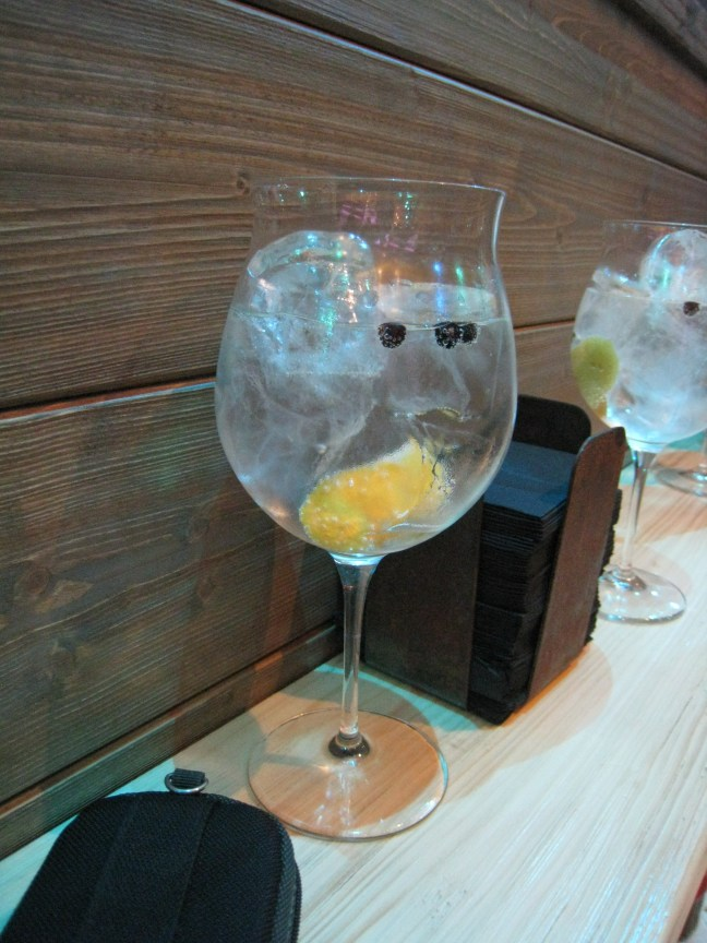 Giant Spanish gin and tonic