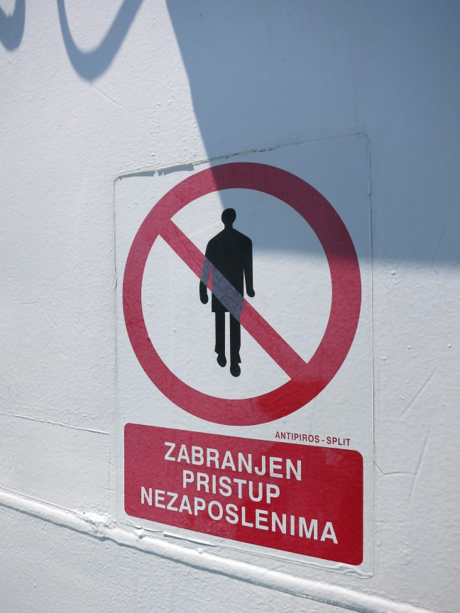 no gentlemen sign in Croatia