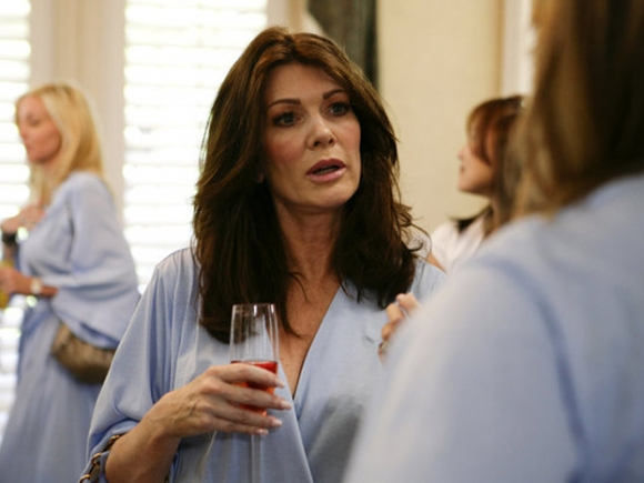The-Real-Housewives-Of-Beverly-Hills-Spa-Day-Adriennes-Home-Episode-10242011-03-580x435