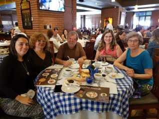 Almuerzo con las profes de la UVG Ana Alicia y Ana Vides y con nuestra amigo Marian, recién llegados