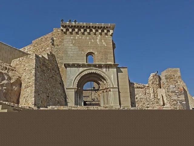 640px-Catedral_de_Santa_María_la_Vieja,_Cartagena_(6052541082)