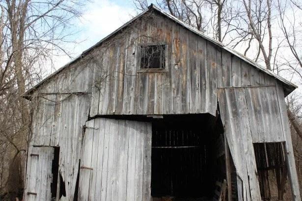 abandoned-barn