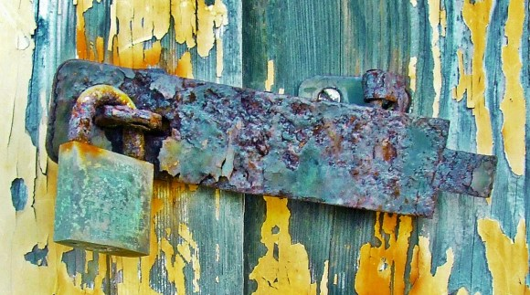 rusty-lock-close-up