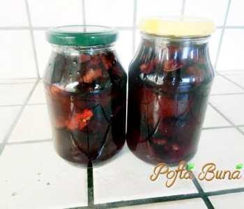Dulceata de prune umplute cu nuci