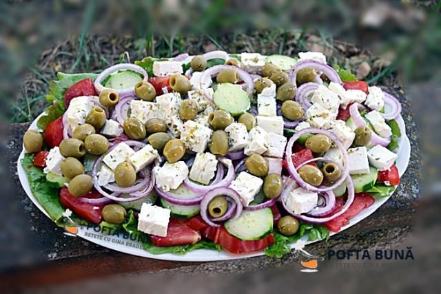 Salata greceasca, reteta simpla si rapida