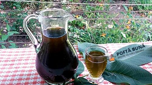 Nucata, lichior natural, medicinal de nuci verzi, reteta veche, simpla