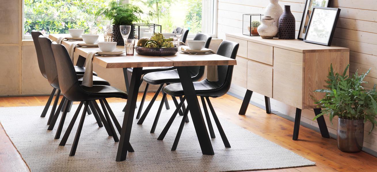 Fred pöytä Alpha tuolit Rowico