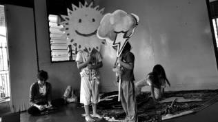 kanak-kanak dan wayang yang telah siap digambar