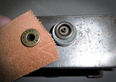 bouton pression, c'est quoi et comment le poser ? Apprendre la maroquinerie et le travail du cuir