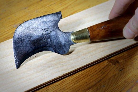 Cornette à couper Vergez Blanchard, un outil pour couper le cuir étonnant