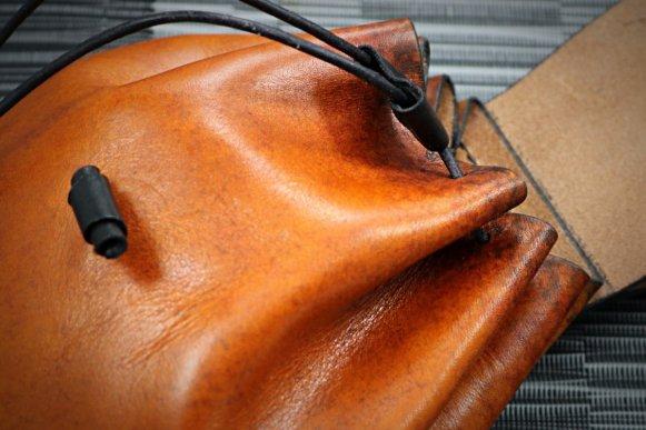Patron libre et gratuit d'une pochette bourse de ceinture en cuir - Point-sellier.com - Tithouan