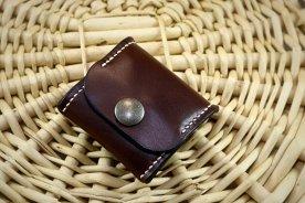 Patron gratuit et libre d'un porte monnaie carré à soufflet en cuir