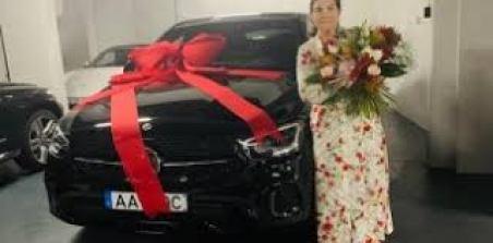 Cristiano Ronaldo gâte sa mère de 65 ans avec un bolide hors de ...