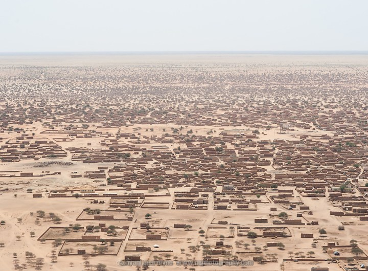 An aerial view of Bassikounou in southeastern Niger, the staging point for humanitarian operations at the M'berra refugee camp, on 28 February 2013.