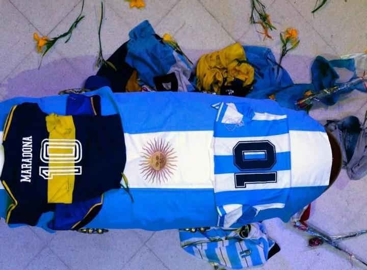 veillee-funebre-apres-la-mort-de-maradona-au-palais-presidentiel
