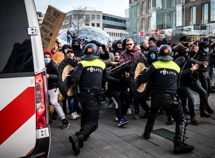 heurts entre manifestants contre le couvre-feu au Pays-Bas