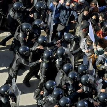 Tunisie des manifestants devant le parlement
