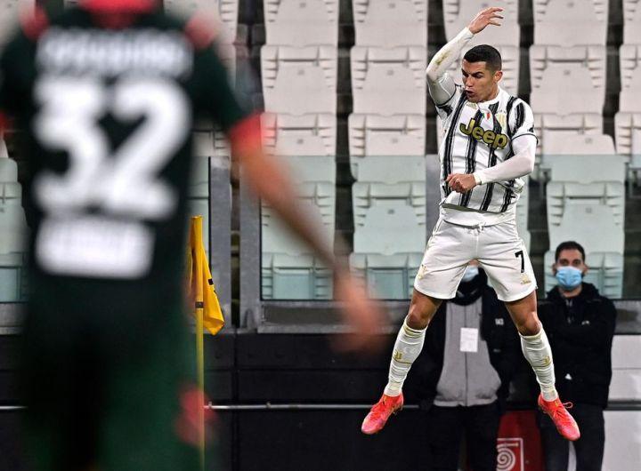 Doublé de Ronaldo contre Crotone