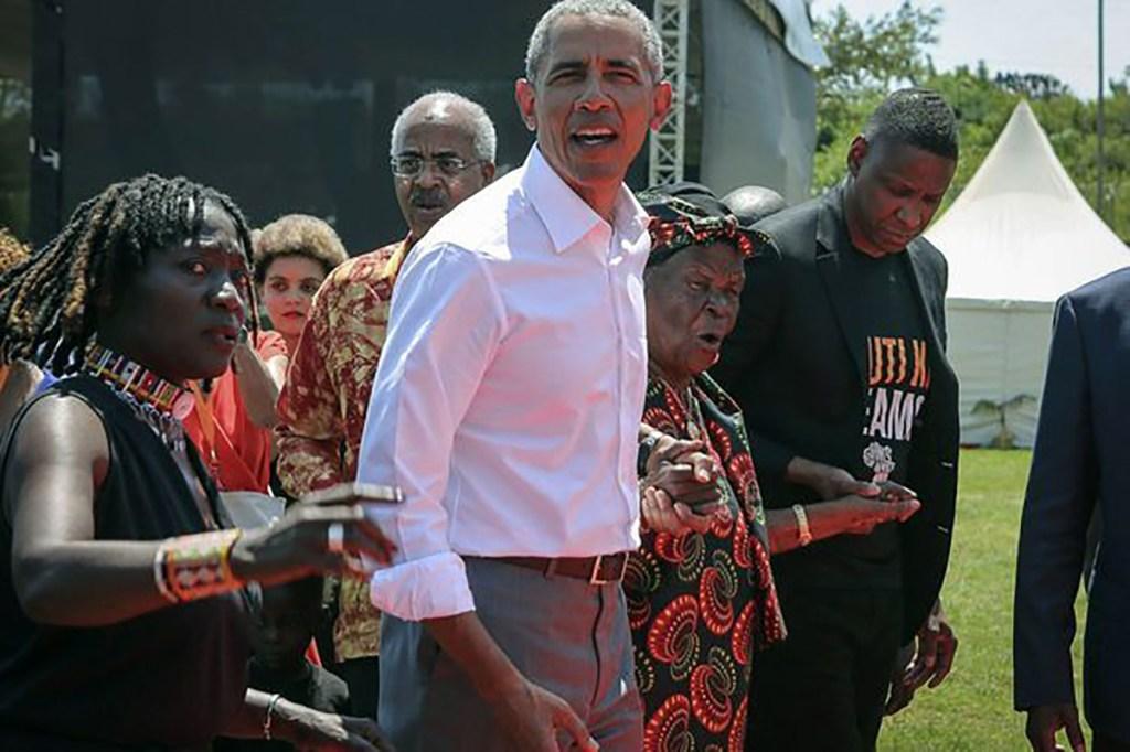 "Barack Obama salue la mémoire de Sarah, sa ""mamie"" kényane"