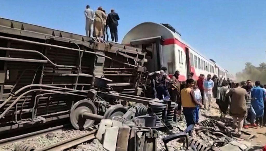 Égypte : une trentaine de morts dans la collision de deux trains de passagers