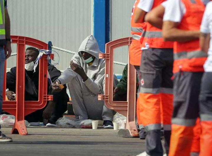 Le bateau de migrants, repéré au large des Canaries, a été ramené à quai, avec 24 morts dont deux mineurs