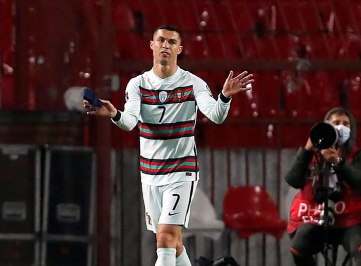Le brassard de Ronaldo vendu 64.000 euros pour aider un enfant malade