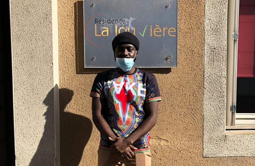 Ronaldo Mbumba, jeune aide-soignant congolais dans un Ehpad, menacé d'expulsion