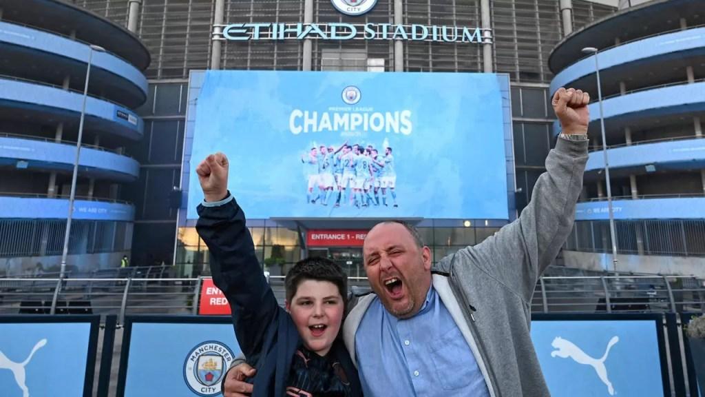 Manchester City champion d'Angleterre après la défaite de Leicester