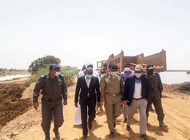 Visite des travaux de la digue de protection de Kaedi par le wali