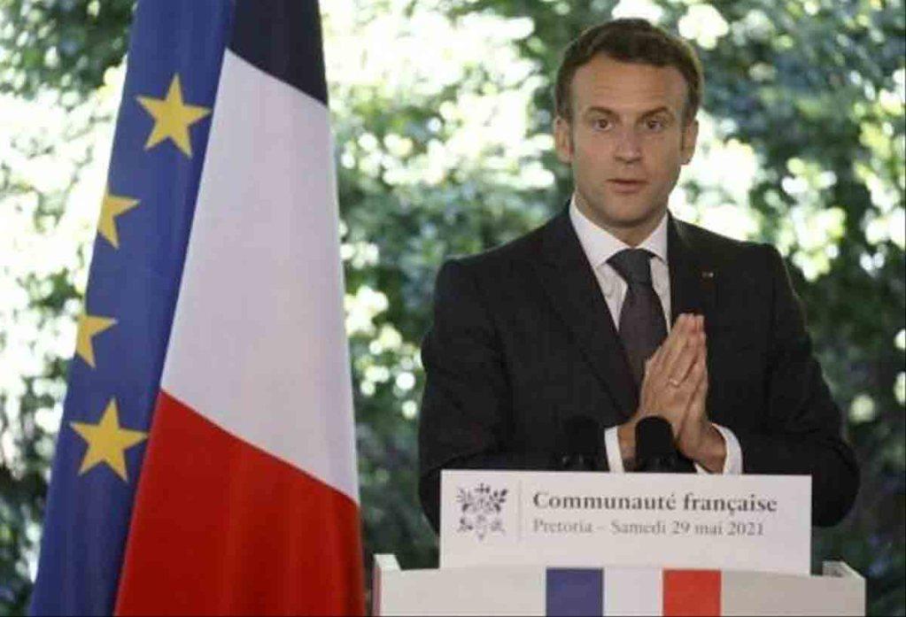 """Emmanuel Macron menace de retirer les militaires français si le Mali va """"dans le sens"""" d'un islamisme radical"""