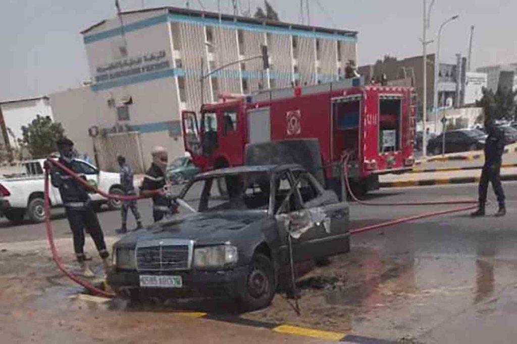 Accusé d'infraction, un homme brûle sa voiture en pleine circulation